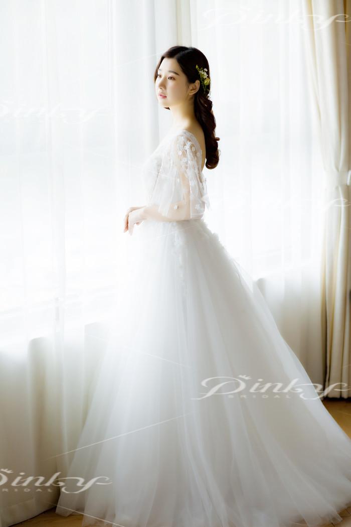 轻舞薄纱_浪漫花朵新娘婚纱《轻舞飞扬》-来自PINKYBRIDAL客照案例  婚礼时光