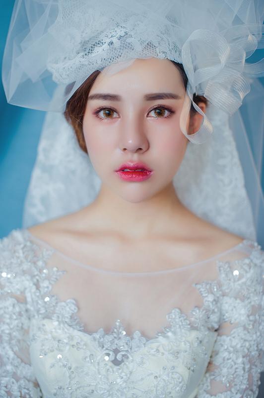 韩式新娘妆容 来源:  {周周造型} 精致白皙的瓷感底妆 配上粉桃眼妆图片